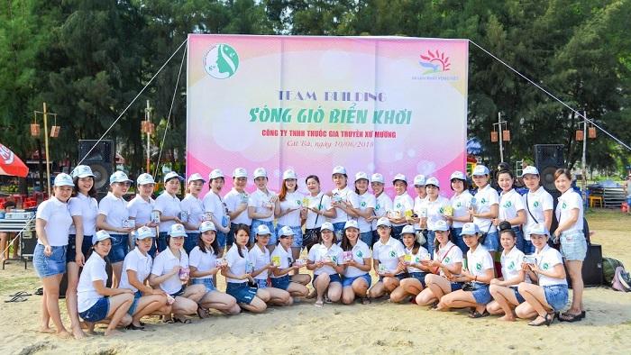 Đoàn khách của Công ty Du lịch Khát Vọng Việt
