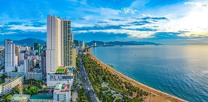 Bãi biển và khách sạn bên bờ biễn tại Nha Trang