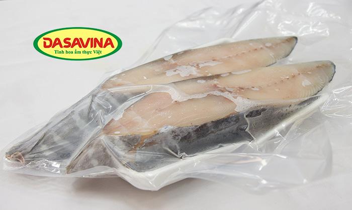 Thịt cá thu rất giàu vitamin A, D, magie, kẽm, phốt pho, canxi,... ngoài ra còn rất giàu năng lượng.