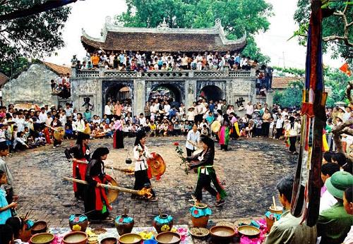 Lễ hội nón lá truyền thống làng Chuông
