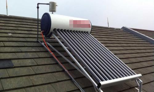 Nên dùng bình năng lượng mặt trời của hãng nào?