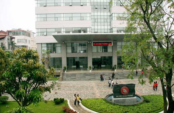 nhiều sinh viên, cựu sinh viên của trường Đại học Ngoại thương đã đạt nhiều thành tích ấn tượng, trở nên nổi tiếng, cả chính trị, kinh tế, khoa học, văn hóa và giải trí