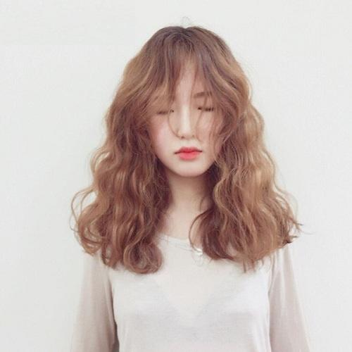 Kiểu tóc xoăn dài bồng bềnh nữ tính