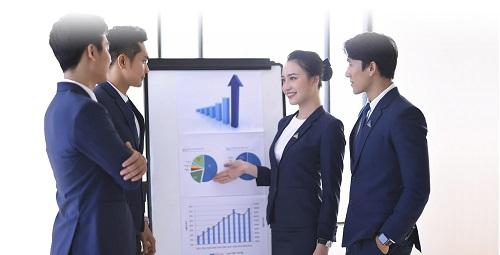 Môi giới bất động sản là nghề có thu nhập hấp dẫn lại không đòi hỏi nhiều về trình độ, bằng cấp mà tập trung chủ yếu vào kĩ năng mềm