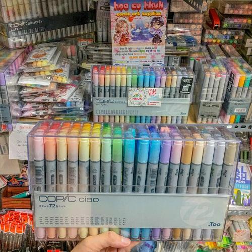 Ngoài dụng cụ mỹ thuật, HKUK còn có các loại Artbook và sách tô màu dành cho những ai mới tập vẽ