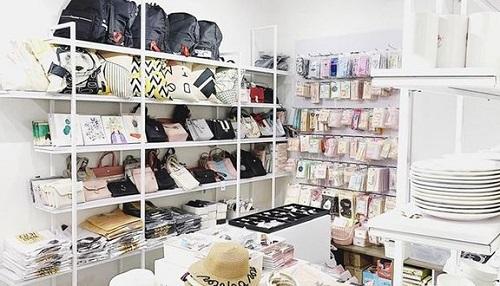 Tatu Minimart là cửa hàng kinh doanh các sản phẩm phụ kiện, đồ dùng học tập mang phong cách dễ thương