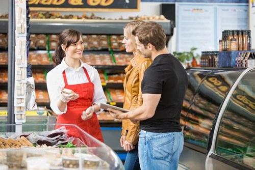 nhân viên bán hàng trực tiếp được nhiều bạn trẻ lựa chọn bởi nhu cầu tuyển dụng cao