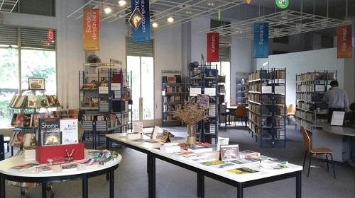 Không gian thư viện Idecaf được bài trí đơn giản, nhẹ nhàng nhưng lại có nét sang trọng, hiện đại