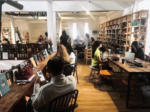The Comma Coffee là một trong những nơi yên tĩnh để học bài ở TPHCM được đông đảo các bạn trẻ săn đón