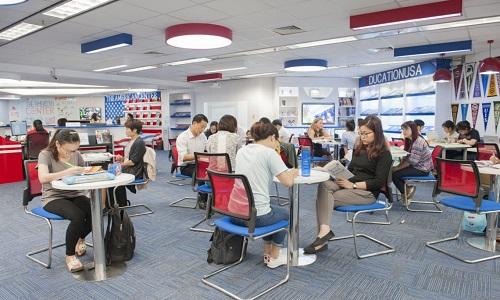 Thư viện American Center là nơi yên tĩnh để học bài ở TPHCM quen thuộc của nhiều học sinh, sinh viên